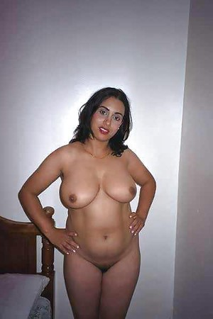 nude spreads her holes